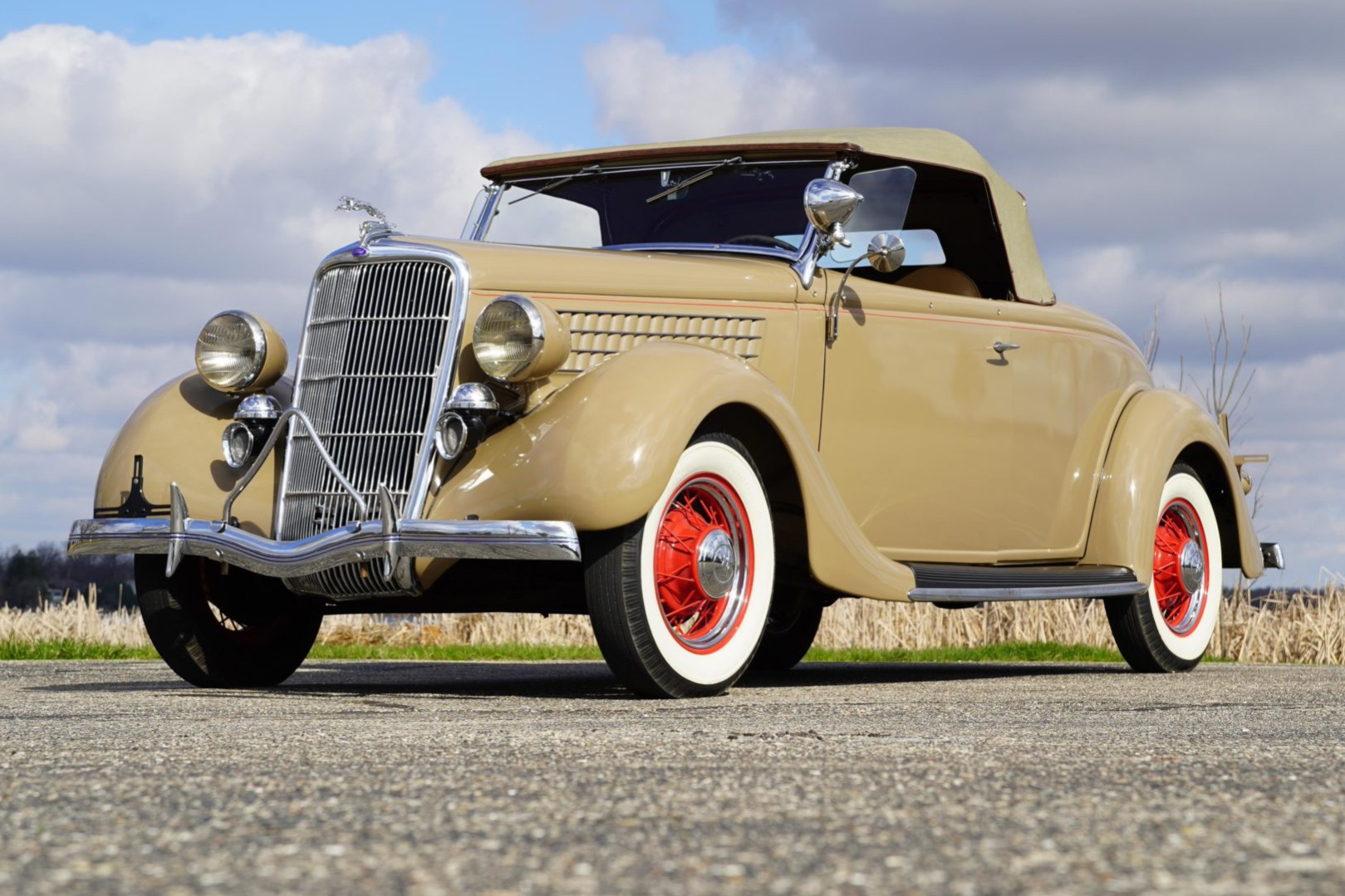 1935 Ford Deluxe Roadster 1