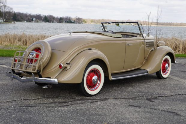 1935 Ford Deluxe Roadster 2