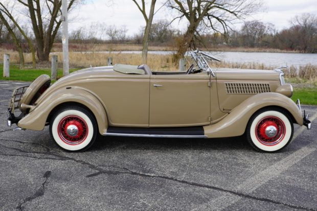 1935 Ford Deluxe Roadster 3