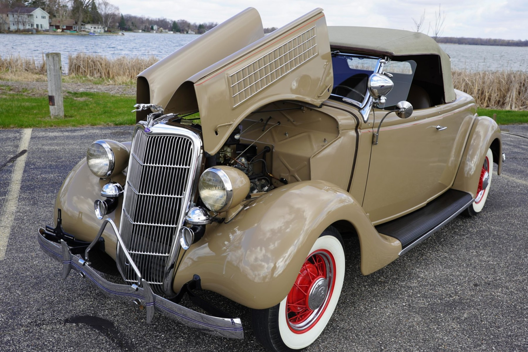 1935 Ford Deluxe Roadster 6