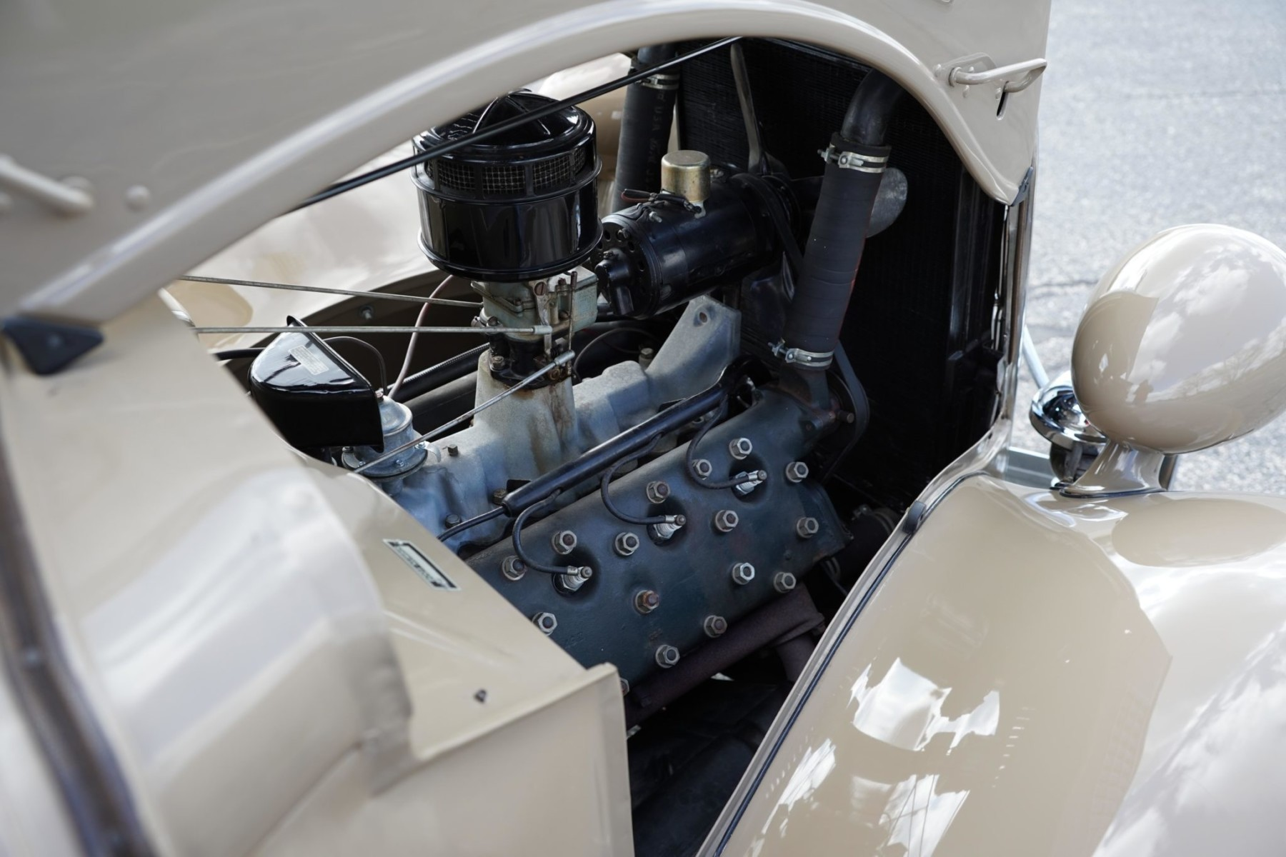 1935 Ford Deluxe Roadster 11