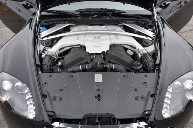 2017 Aston Martin V12 Vantage S 7-Speed 14